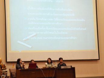 """บรรยาย """"ขั้นตอนการให้บริการการศึกษาและขึ้นทะเบียนรับเอกสารนักศึกษาใหม่ แก่นักศึกษาใหม่ เพื่อให้ความรู้กับนักศึกษาเกี่ยวกับแนวทางปฏิบัติ ข้อบังคับการลงทะเบียน และการประเมินผลการศึกษา"""" โดยวิทยากรจากกองบริการการศึกษา วังท่าพระ"""