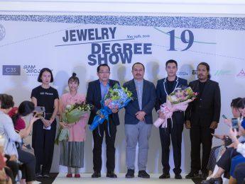 """ภาพงานแสดงผลงานศิลปนิพนธ์  """" Jewelry Degree Show 19 """""""