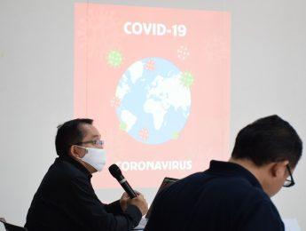 วันพฤหัสบดีที่ 4 มิถุนายน 2563 คณะมัณฑนศิลป์ได้จัดการประชุม เพื่อหารือความคิดในการกำหนดมาตรการช่วยเหลือนักศึกษาที่ประสบภาวะวิกฤตจาก COVID-19  และการเตรียมความพร้อมสำหรับการเรียนการสอน ภาคการศึกษาต้น ปีการศึกษา 2563