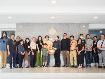 คณะมัณฑนศิลป์ขอแสดงความยินดีกับ รองศาสตราจารย์สืบพงศ์ เผ่าไทย ในโอกาสได้รับการอนุมัติจากสภามหาวิทยาลัยศิลปากร ให้ดำรงตำแหน่งรองศาสตราจารย์